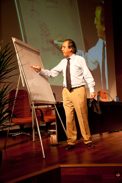 Emilio Duró, durante su ponencia en el XI Club TAO