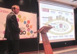 Juan Manuel Gomez Acín presentando las claves del proyecto de modernización tributaria en la Diputación de Castellón