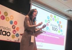 Paula Rodríguez exponiendo la estrategia de indicadores y seguimiento de planes de acción